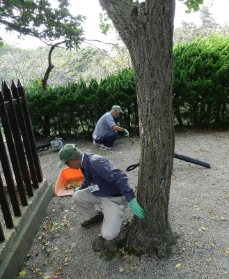 Tukayama Park volunteers caring for the site.