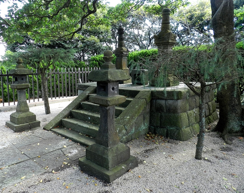 Monument to Miura Anjin and wife Magome Oyuki.